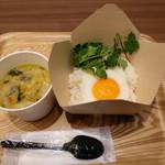 80107304 - 目玉焼つきタイご飯とグリーンカレー(税込み734円)