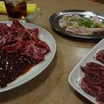 日の出焼肉 - 料理写真:赤身・トントロ・ズリ