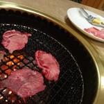 日の出焼肉 - 料理写真:タン焼き
