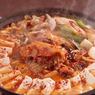 低温熟成キムチと和豚のキムチチゲ鍋