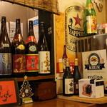 屋台酒場 リーダー - ビールサバーはカウンター横!忙しくなったときはお客さんに手伝ってもらいます!笑