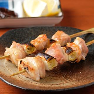 自慢の伊達鶏を使った串焼きはクセになる美味しさ