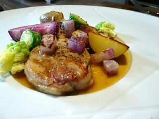フレンチレストラン・プレジール - メイン・肉料理 いわい鶏をつかっています。