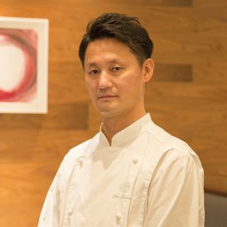 下野昌平氏(シモノショウヘイ)―仏三つ星で磨き上げた技と感性