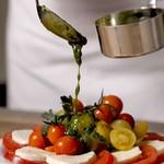 フィオーレ - トマトとモッツアレラチーズのバジルソース