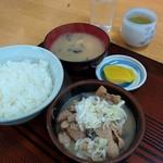 山楽食堂 - 料理写真:もつ煮定食(700円)
