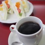 静香 - フルーツサンドとコーヒーセット