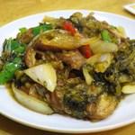 美楽一杯 - 炒大腸(ホルモンと高菜の炒め)