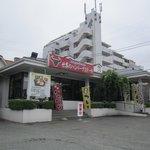 世界のハンバーグ曲角 - 県道31号線沿いにある創業35年のハンバーグレストランです。