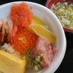 青森魚菜センター - のっけ丼