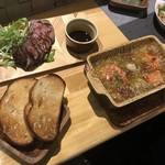 オイスターダイニング せるふぃっしゅ - ローストビーフ 牡蠣とエビのアヒージョ