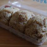 Yoshinotorimeshihozonkai - 料理写真:鶏めしおにぎり3個入り