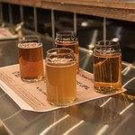 ロテヤキ。個室。メリケン - クラフビール飲み比べセット(グランドキリンJPL、オンザクラウド、よなよなエール、だいだいエール)