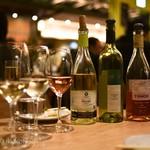 SARU Wine Japan Bistro - 高畠ワイナリー「ラスティック デラウェア」、広島三次ワイナリー「TOMOE セミヨン」、広島三次ワイナリー「TOMOE マスカットベリーA」