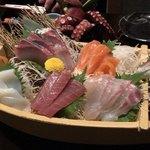 Gyoshoutakaaki - 舟盛り7種