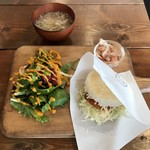 Rice Burger Cafe Temp - 生姜焼きバーガー、850円です。