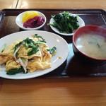 中華の永楽 - 鶏肉とニラ玉子炒め