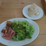 80154135 - パスタランチ 前菜のサラダとパン