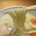 80156624 - 鶏そばの麺アップ