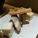 神楽坂 久露葉亭 - 玉子焼き、揚げ湯葉、松風、カリフラワーのムース、鯖、青のりさつま揚げ