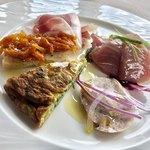 レオーネ・マルチアーノ - 前菜の盛り合わせ角度を変えて