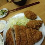とんかつ いちよし - 上ロース定食1200円+カキフライ160円×2個