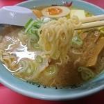 梅光軒 - 麺は中細のちぢれ麺