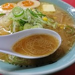 梅光軒 - 豚骨、鶏ガラの動物と煮干し、昆布など魚介のダブルスープ