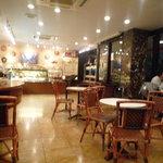 デフェール - 店内にはカフェが併設されています♪
