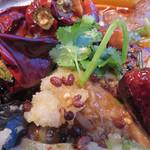 老虎荘 - 中国山椒・香菜・ニンニクも効いてます。