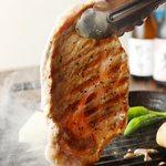 三陸直送 プリプリ牡蠣と新鮮魚介 いわて三陸漁場直送酒場 八○ - お肉も岩手県産。花巻の希少なブランドポーク白金豚
