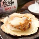 三陸直送 プリプリ牡蠣と新鮮魚介 いわて三陸漁場直送酒場 八○ - 大人気のホタテの殻焼き