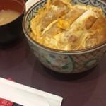 東京シェフズキッチン とんかつ 銀座 梅林 - ひと昔前のサスペンスの取調室か?