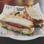 Hamburger&Bar insula - ボロニアソーセージサンド