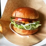 Hamburger&Bar insula - ダチョウチーズバーガー