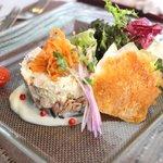 80181602 - 鶏胸肉とクルミのクリームチーズ和え 山葵風味 カリフラワーのピューレ添え