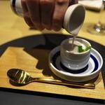 オルト - フォアグラの柔らかいフラン、泡立てたクリームとサバのへしこ、上から温かい純米大吟醸の酒粕のクリームソースをかけて。お見事!