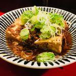 やまとや - ▪︎肉豆腐 ¥450 豆腐を横にカットして大きな鍋に。一緒に煮込まれる牛肉の旨味を吸い込んで吸い込んで。