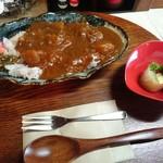 キッサコ クラ  - 料理写真:六穀米カレーセット(950円) カレー&小鉢