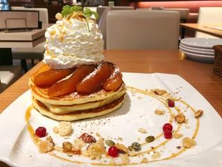 バリーズ - 焼きリンゴとキャラメルのパンケーキ@デコレーションがかわいい