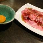 80186342 - 厳選究極ロース+生卵(1700円)