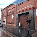 Cafe 1923 - Cafeのお向が、AKARENGA STEAK HOUSE (かなり高級なお店です)