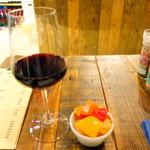 ハガレ - 本日のきまぐれ赤ワイン(300円)とハガレ漬け(380円)