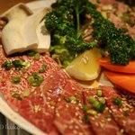 80192879 - 「焼肉」。 豚タン・カルビ・ハラミを盛合せ
