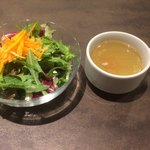 80196458 - ランチについてくるサラダとスープ