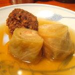 小料理 悦 - スパイス鶏つくね、ロールチーズキャベツ