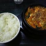 アジアン料理 友 - アジアン特製チゲ(赤)、ライス