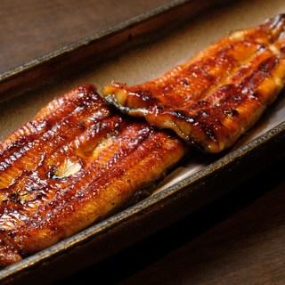 鰻一筋の職人による熟練の焼き技が光る極上の【蒲焼】