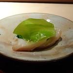 菊鮨 - ◆ミル貝(岡山)、菜の花の昆布〆、ウルイ・・春の食材の色合いが美しいこと。 ミル貝の食感もいいですし、菜の花の味わいも好みでした。