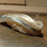 菊鮨 - ◆細魚・・間に芝海老のそぼろが挟んである旨みが加味されています。 細魚は美しいですね。この食感が好きです。